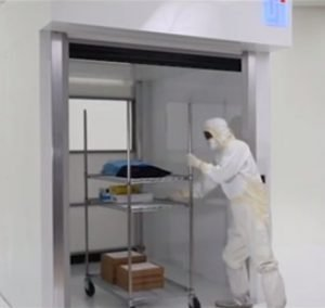 High-speed roll-up door for transferring personnel or large equipment into ISO-rated rooms