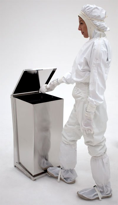 Terra Universal Biosafe Trash Can with model