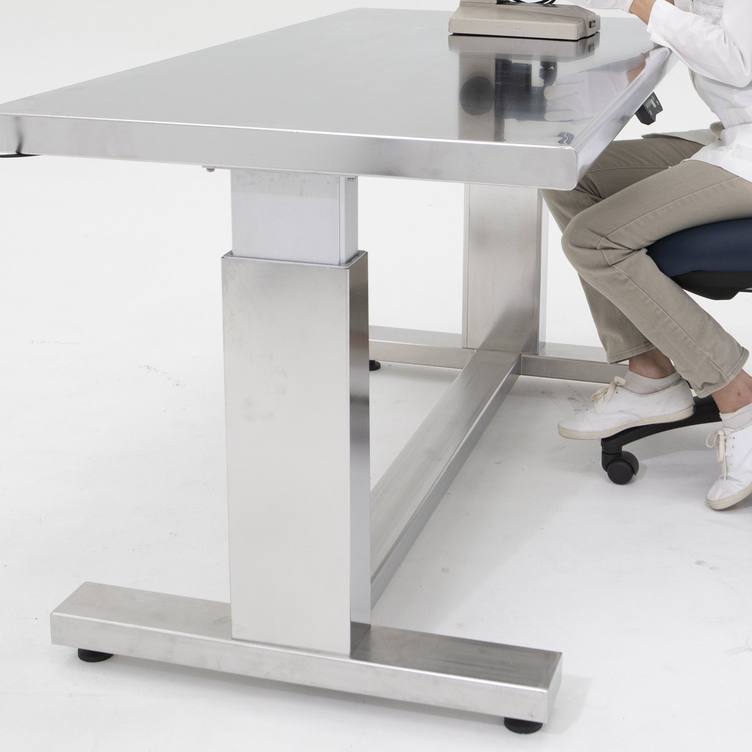 Reinforced Frame of ErgoHeight Adjustable-Height Cleanroom Table