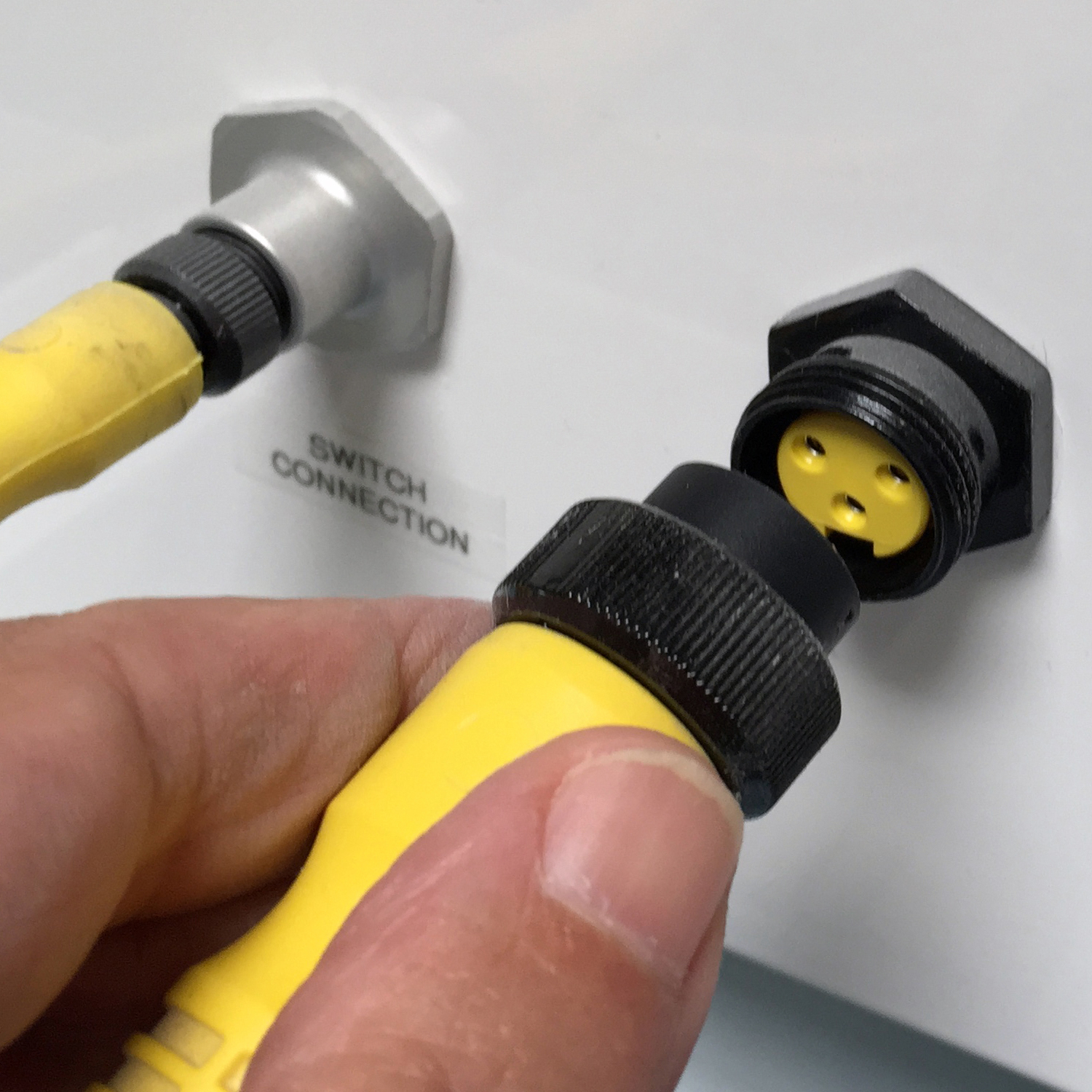 Quick-Connect Cleanroom Component Fittings