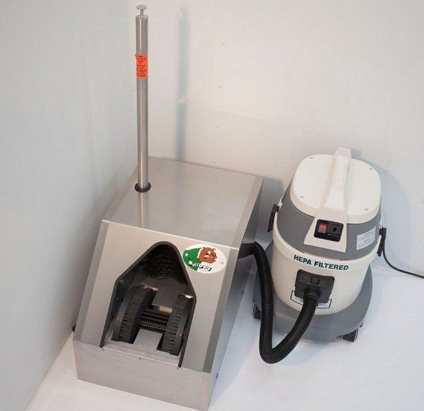 Automatic Shoe Cleaner With Vacuum