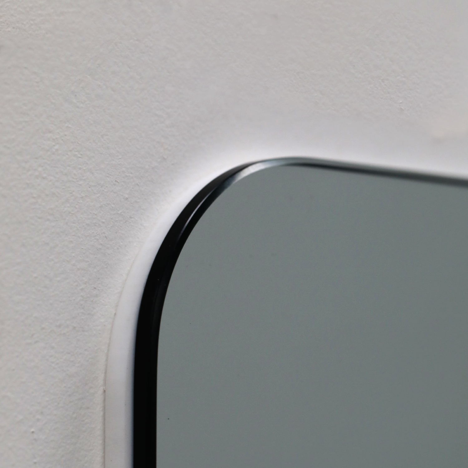 Rounded edge of frameless cleanroom mirror for easy cleaning
